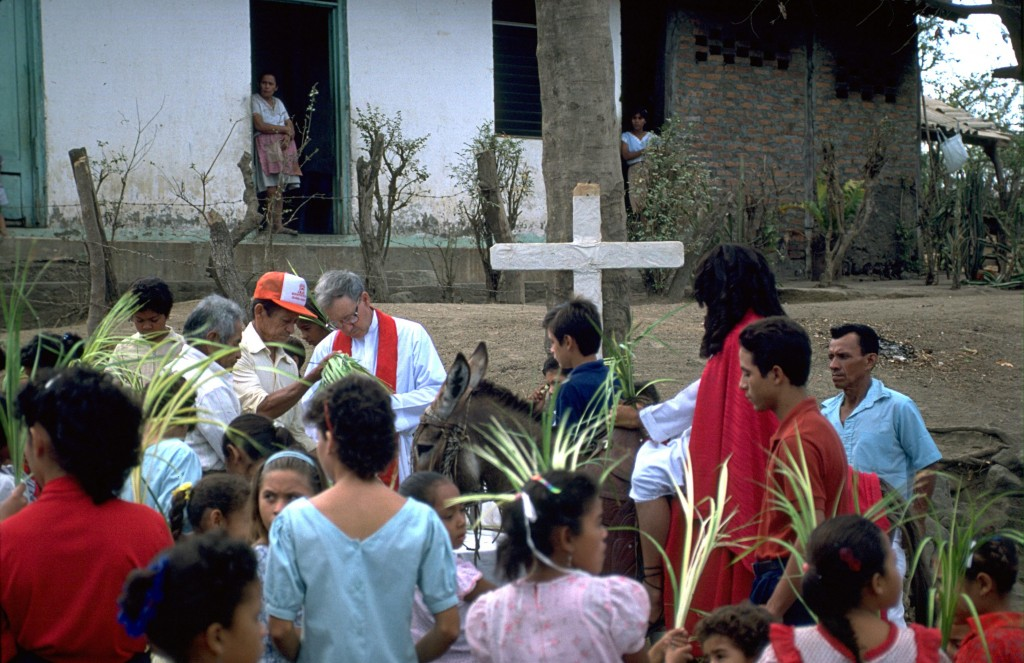 People on the island of Ometepe in Lake Nicaragua, celebrating Palm Sunday with Scarboro missioner Fr. Buddy Smith. Fr. Buddy served the people of Nicaragua who were struggling for life in the midst of armed conflict and later in the aftermath of the Contra war.